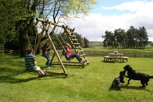 DOM GALLERY swings circular picnic table