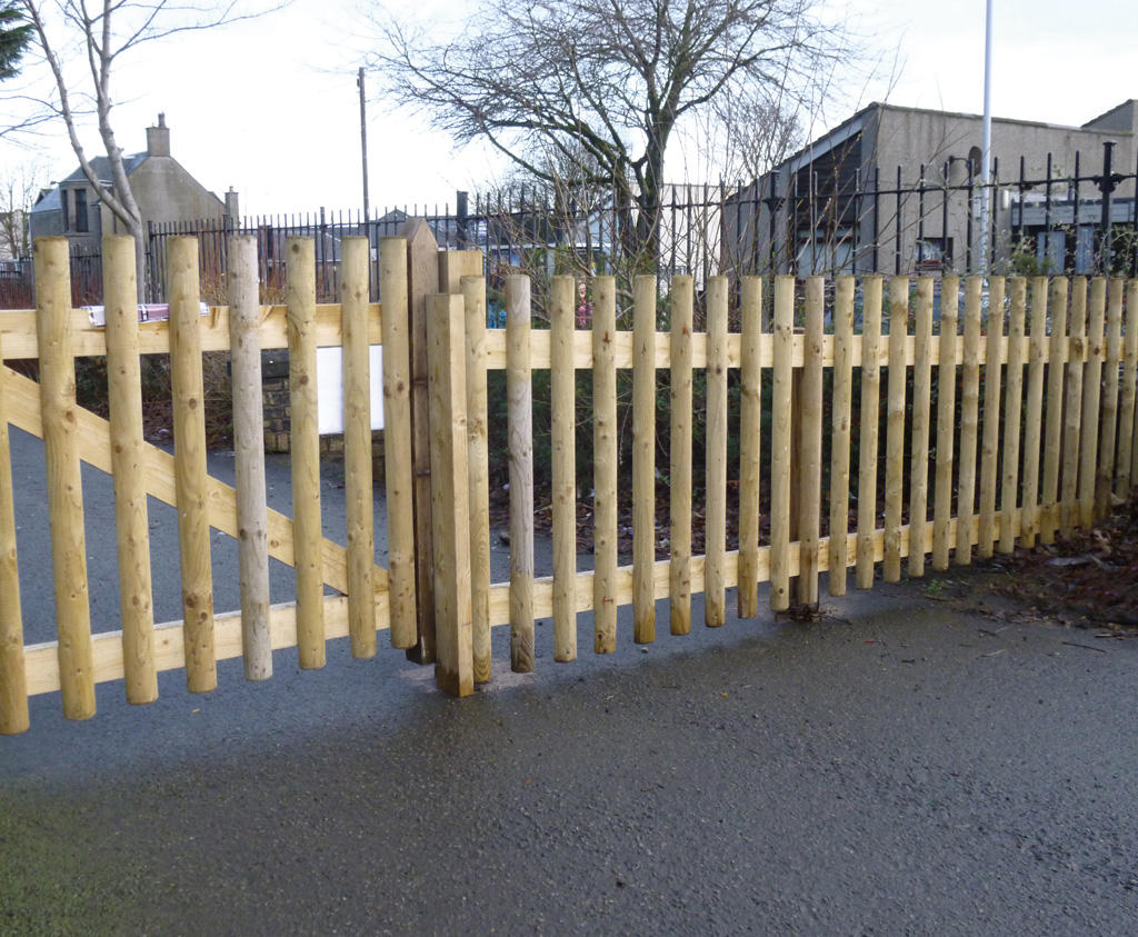 Half round palisade fence for commercial use caledonia