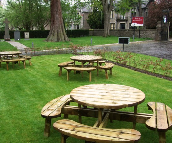 Circular Picnic Table for Schools