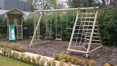 TFNX dollar garden play gallery image Triple swing frame wth extension and net frame and garden play house
