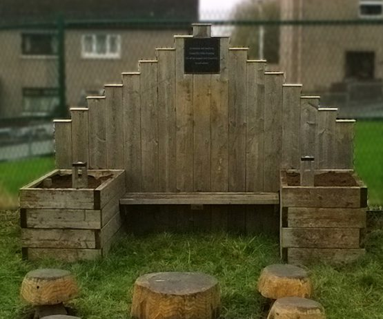 Throne planter for schools