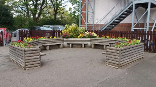 Educational gallery Horseshoe planter