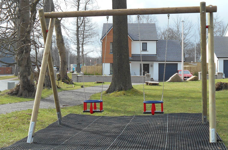standard double swing frame with toddler seats