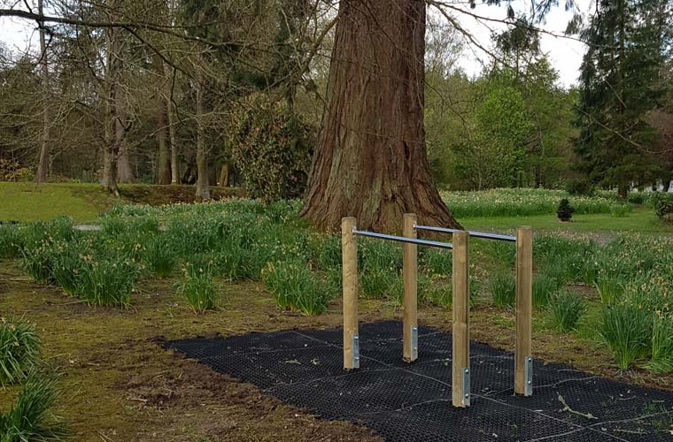 Parallel bars with grass safety mats as safety surfacing