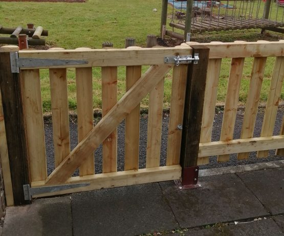 Half Round Palisade Fence for commercial use Half Round Palisade Fence for schools and nurseries